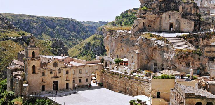panorama di piazza san pietro caveoso nel centro storico dei Sassi. La corte dei Pastori b&B