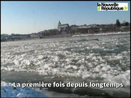 La Loire en partie gelée à Blois - Vidéo NR