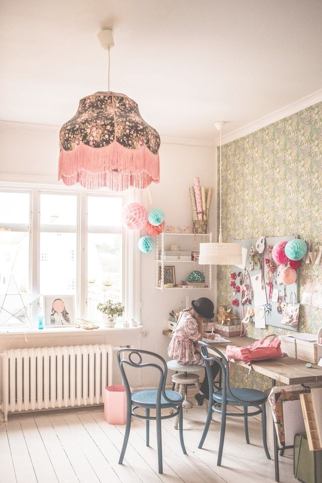 Pretty desk/ crafting space - oh yes #love