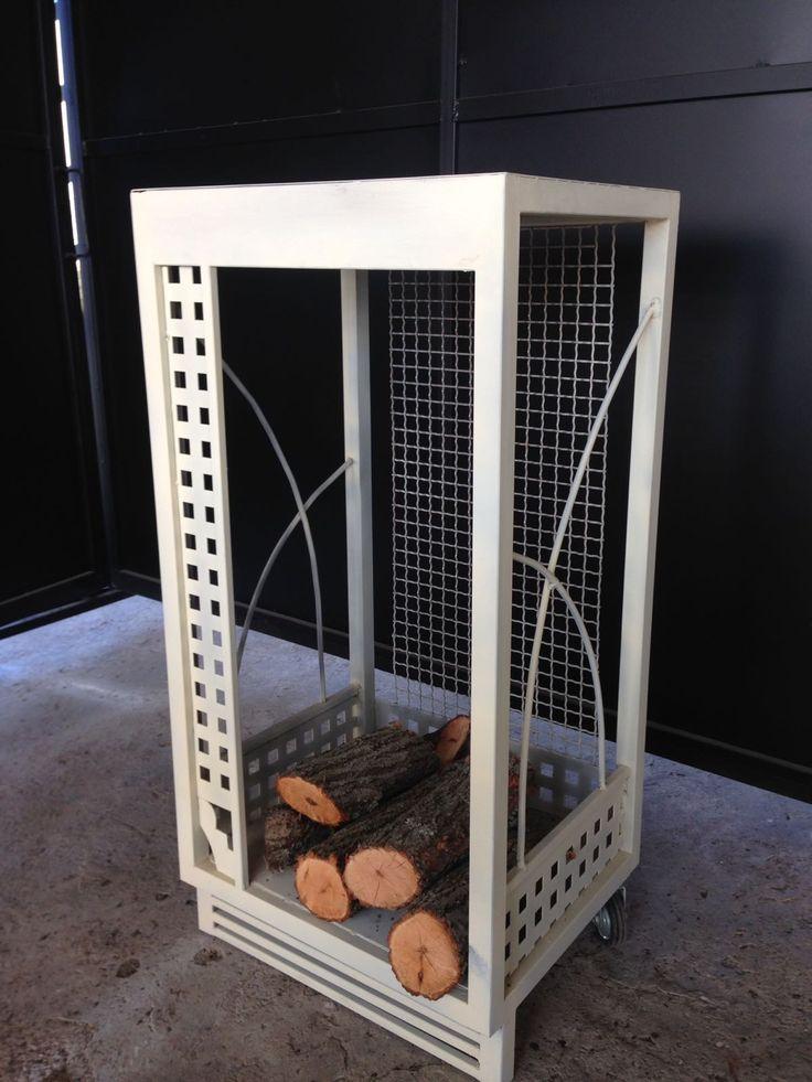 Leñero. Imprescindible para ordenar la leña junto a tu chimenea. Medidas 500x410. Alto 1000 mm.  Diseñamos y fabricamos en diferentes modelos y medidas.- DISEÑO TECNICO EN METAL
