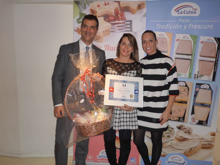 Hemos cumplido 40 años y lo celebramos con una comida especial y con la chef #BegoñaRodrigo de #LaSalita. Recibió un lote #LaCuina y #Picken y el Primer Premio Gourmet por su contribución a la gastronomía.