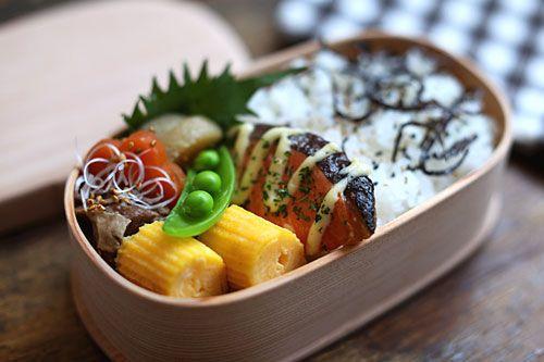 根菜と牛すじの煮込み 鮭のマヨネーズ焼き 玉子焼き