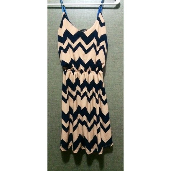 Nude & navy chevron dress Nude & navy blue chevron dress. Only worn once. Perfect condition! Size small. Dresses Mini
