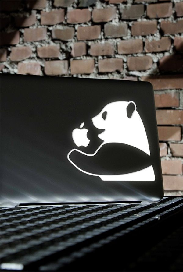 Apple Laptop Logos Get Turned Into Gorgeous Works Of Art With Laser Etching - DesignTAXI.com