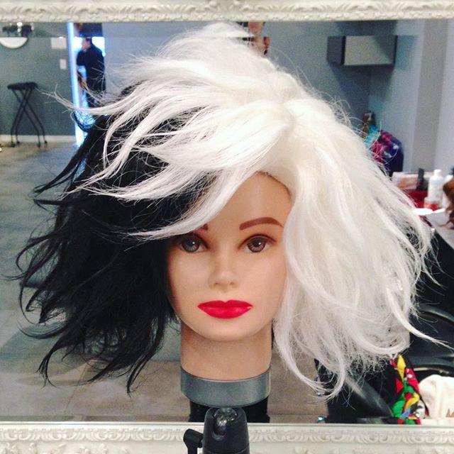 """#mulpix Custom """"Cruella Deville"""" Wig by me  #lorenzodiazhair  #customwigs  #halloween  #cruelladeville  #cruelladevillehair  #101dalmations   #blackandwhitehair  #messyhair  #messybob  #texturedhair  #texturedbob  #bobhaircut  #bighair"""