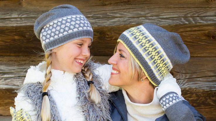 Sticka en fin mössa – antingen i grått och vitt eller i gult, grått och vitt! Passar lika bra till barn som till vuxna.