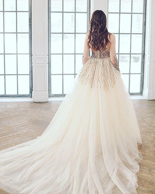 bc717eaa450 Свадебное платье полностью расшитое вручную бисером и пайетками специальным  крючком  ) десятки метров фатина атлас 1кг бис…
