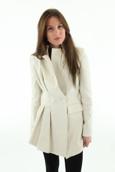 Veste cintrée dMajuscule  Veste B1 cintrée à la taille, asymétrique, avec une poche sur le devant  http://www.lounoa.com/boutique/353-veste-cintr%C3%A9e.html#