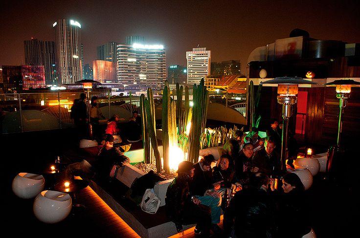 Migas_s_rooftop_lounge_with_a_kitsch_cactus_garden_serves_as_a_very_popular_Sanlitun_nightspot.jpg (940×624)
