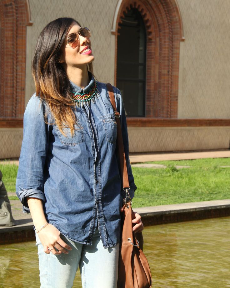 Total Jeans look with brown bag, multicolor necklace and gold sunglasses