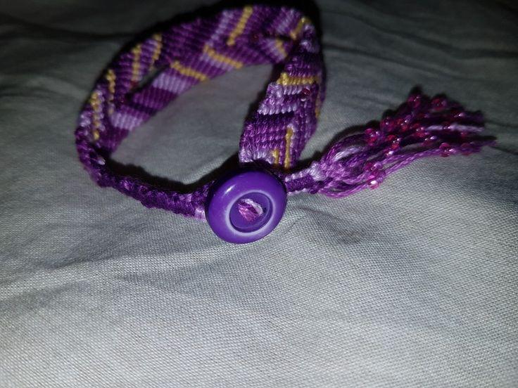 Vänskapsband - eget mönster - merceriserad bomull. #6susa5 #handmade #friendshipbracelet #makramé #macrame #vänskapsband #bomull #cotton #coton #bomull #bomullsgarn #cottontread  #fildecoton #braceletdamité