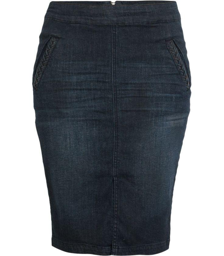 Ga voor vrouwelijk stoer in deze eigentijdse denim pencil skirt. Het aansluitende model tot op de knie zorgt voor een elegante fit. Draag de rok met een romantische wijde top met borduursels voor een vintage bohemien look.