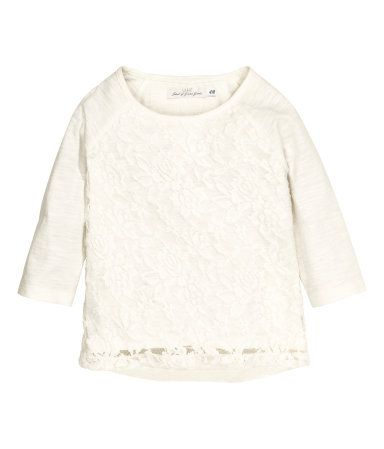 Top in cotton slub jersey with 3/4-length raglan sleeves. Double-layer front section with lace. Rounded hem, slightly longer at back.