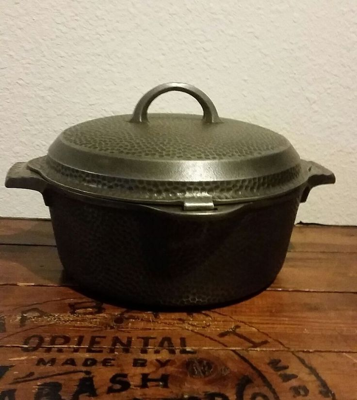 Griswold No 8 Hammered Cast Iron Hinged Lid Dutch Oven Pn 2058 375 00 Cast Iron Cooking