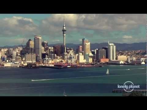 Auckland city guide, New Zealand - Lonely Planet travel video. << Auckland is the biggest city in New Zealand and boasts a cosmopolitan blend of European, Maori, Asian and Polynesian cultures, as well as a natural environment that encourages visitors to embrace the Great Outdoors.