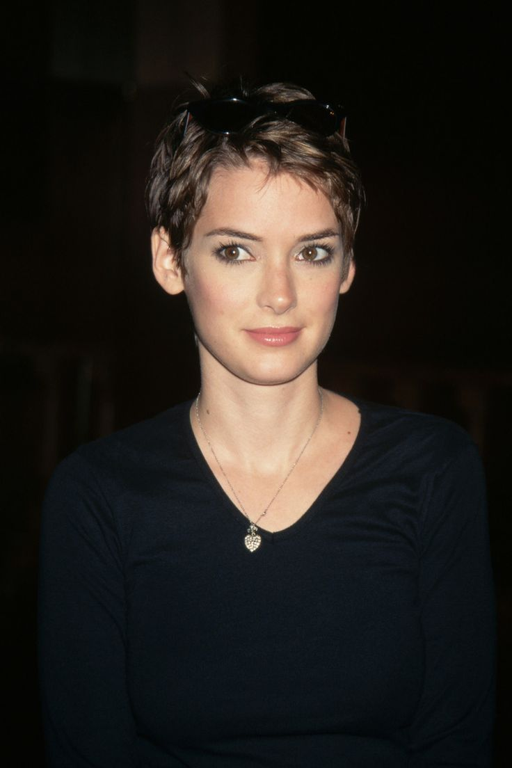 Winona Ryder, 1997 (oh, I had my hair cut like this in college. Am wanting to chop it off like this again!)
