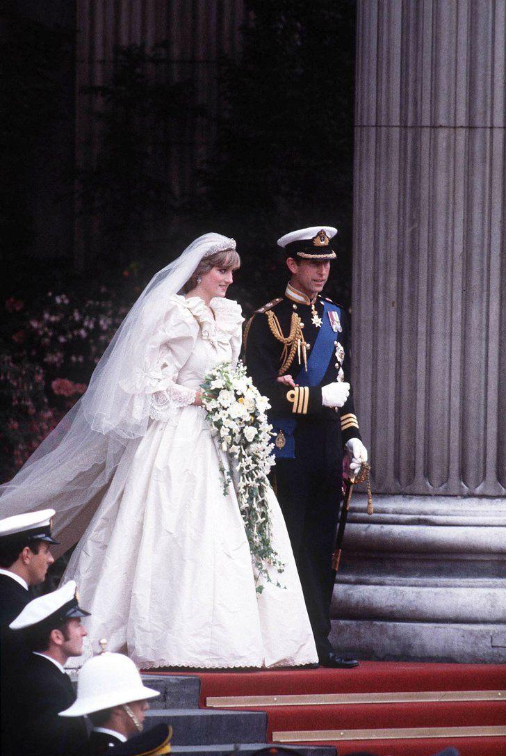 Die traumhaftesten Brautkleider der Stars Prinzessin Diana Diana heiratete Prinz Charles in einem Kleid aus Seide, Taft und Spitze mit einer knapp acht Meter langen Schleppe.