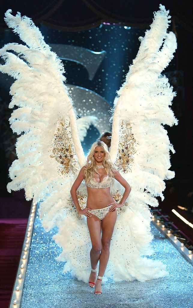 Heidi Klum Pictures - 2003 Victoria's Secret Fashion Show - Zimbio.    I would kill to own these beautiful wings.  So large, SO elegantly angelic, I LOVE them!!!