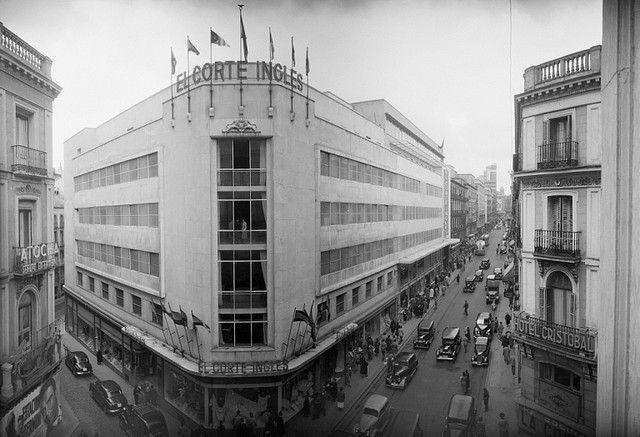 Calle Preciados con Tetuan (1952)   por Historia de Madrid (www.historiademadrid.com)