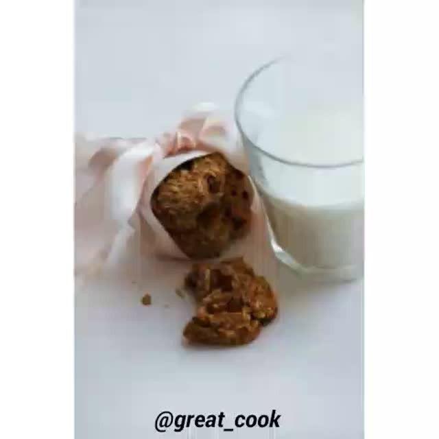 Овсяное печенье с кокосом и изюмом🍪 . ✅ Подписывайся @great_cook ❤ Ставь лайк 👫 Отмечай друзей, делись рецептом  Ингредиенты:  Банан — 1 шт. Изюм — горсть Кокосовая стружка — 60 г Овсяные хлопья быстрого приготовления — стакан Белок — 1 шт. Мед/сахар/фруктоза по вкусу  Приготовление:  1. Подготовим ингредиенты. 2. Для начала смешиваем сухие ингредиенты и добавляем мед (вы можете добавить сахар, фруктозу, стевию и т. д., а можете и вообще не добавлять никаких подсластителей). 3. Затем…