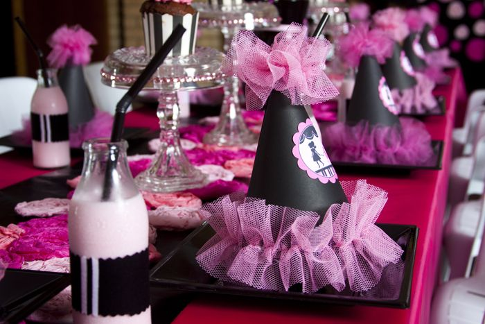 Pink Poodle PartyParties Hats, Amy Atlas, Poodles Parties, Pink Poodles, Barbie Birthday Parties Theme, Parties Ideas, Girly Birthday, Girls Parties, Pink Parties