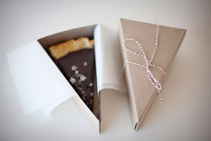 chocolate pie: Party Favors, Little Boxes, Chocolates Pies, Cakes Slices, Cakes Boxes, Chocolate Lavender, Little Gifts, Slices Of Cakes, Brown Paper Packaging