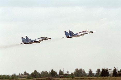 ΤΟ ΚΟΥΤΣΑΒΑΚΙ: MiG-25: Το κορυφαίο σοβιετικό αναχαιτιστικό  Το σοβιετικό υπερηχητικό μαχητικό MiG –25, πέταξε για πρώτη φορά στους αιθέρες πριν από 50 χρόνια και για μια αρκετά μεγάλη περίοδο του «ψυχρού πολέμου» ήταν ένα αεροπλάνο «που διαμόρφωνε την εποχή» στην πολεμική αεροπορία. Η RBTH, σας παρουσιάζει τα πιο ενδιαφέροντα γεγονότα που σχετίζονται με τη δράση του σοβιετικού αναχαιτιστικού/αναγνωριστικού αεροσκάφους μεγάλων ταχυτήτων, με το οποίο είχαν εξοπλιστεί