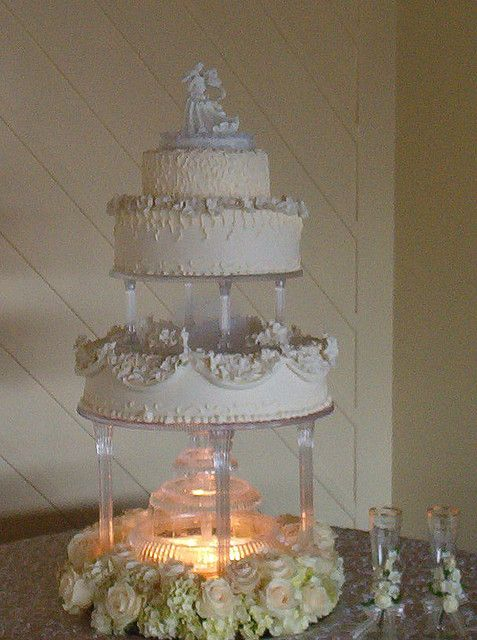 pics of wedding cakes with fountains best 25 wedding cakes ideas on 18347