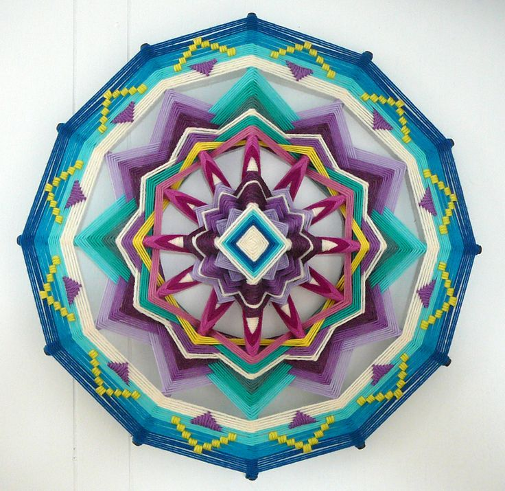 Mandalas tejidos a mano con lana por Jay Mohler - #coolhunting #artesanía // Love of Beauty a 16 inch 12sided Ojo de Dios mandala by craft artist Jay Mohler