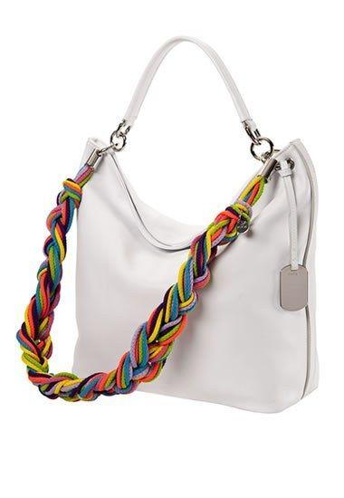 Furla Tasche : weiße Handtasche Furla - Bunte Mode, Accessoires - Reines Weiß einerseits und ein kunterbunter Farbmix andererseits. So lautet das Erfolgsgeheimnis dieser schlichten, funktionalen Furla-Tasche, der ein Schulterriemen...