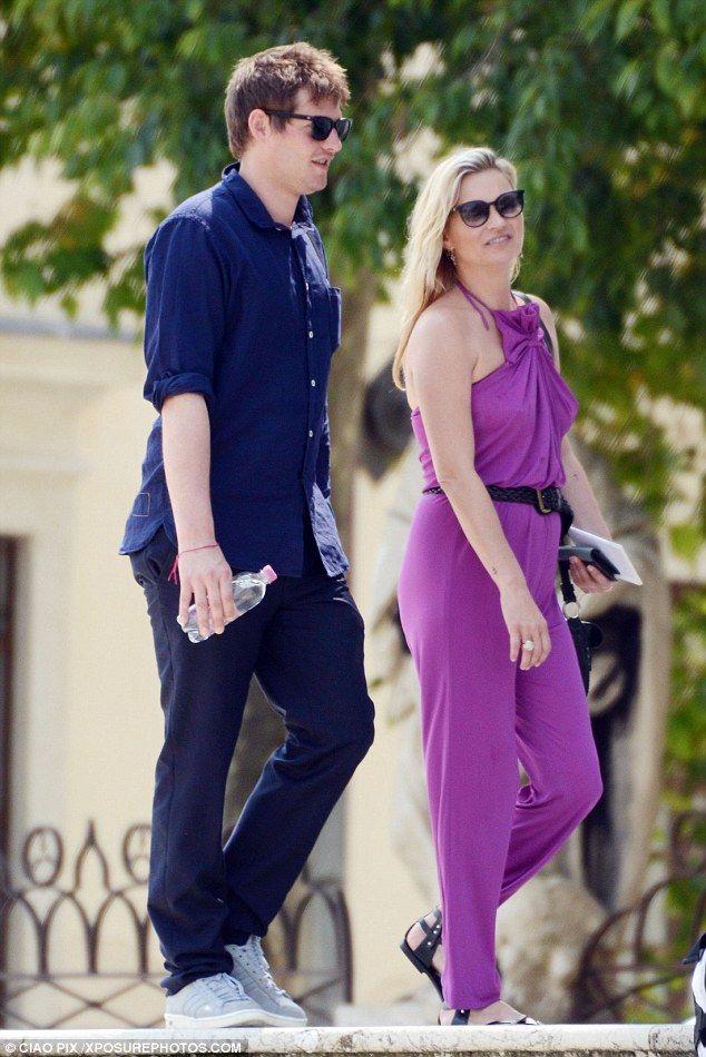 Braless Kate Moss, 42, & Nikolai von Bismarck, 29, enjoy Venice break