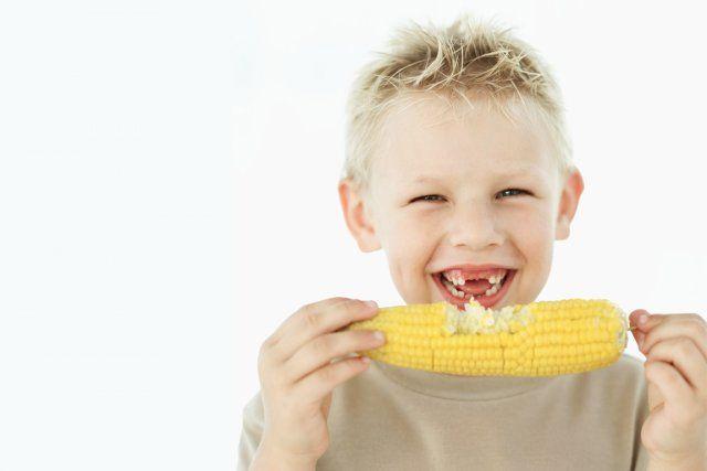 Un enfant croque dans un épis de maïs et perd 4 dents - http://boulevard69.com/un-enfant-croque-dans-un-epis-de-mais-et-perd-4-dents/?Boulevard69