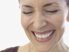 Jünger aussehen mit diesen 15 Make-up-Tricks