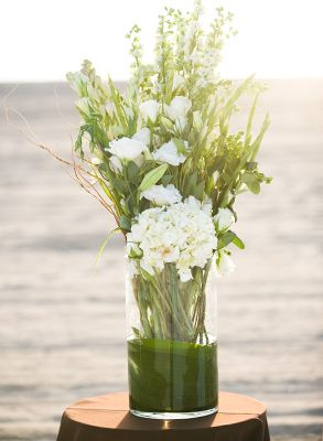 flower arrangement ideas -- use all white flowers...maybe some in colored vases (grey, taupe, white)