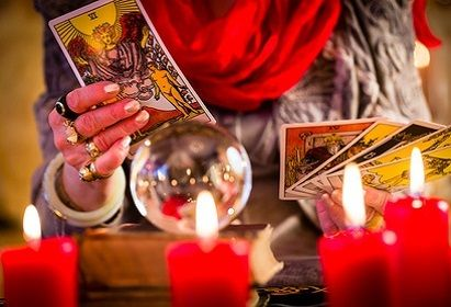 Des voyantes spécialistes des arts divinatoires prêtes à vous offrir une voyance gratuite amour en ligne sérieuse. Consultation par tchat ou au téléphone