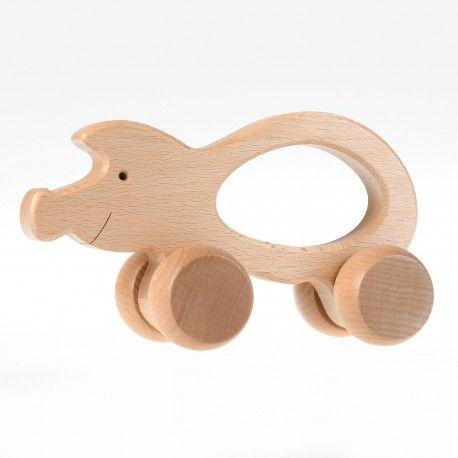 Witajcie ponownie.   Dziś prezentujemy zabawkę Pilch 110040 od 12m+. Drewniane Zwierzątka na Kółkach w kolorze naturalnego drewna do ciągnięcia, nie mają ostrych krawędzi, są łatwe do chwycenia przez małe rączki.  Sprawdźcie jakie zwierzątka mamy do wyboru:)  #pilch #pilch110040 #zabawkizdrewna #drewnianezabawki #drewnianezwierzatka #zabawki #prezenty #upominki #krakow