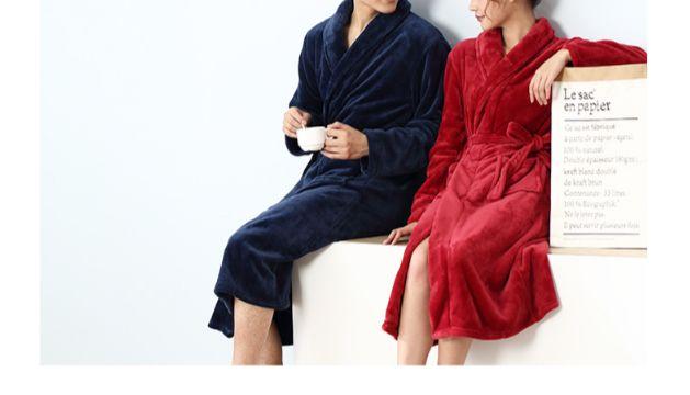 Peignoir couple glamour bleu et rouge  Peignoir bleu Homme et peignoir rouge Femme  Personnalisation disponible ( dos et poitrine)  Peignoir en polyester #cocooning #style #fashion #mode #peignoir #bathrobe #couple #bleu #blue #rouge #red #home #athome