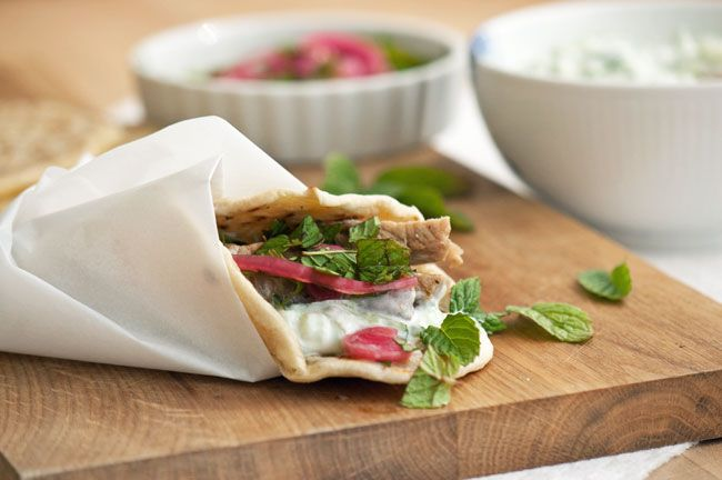 Souvlaki - Græsk kebab fastfood - her lavet i slowfood versionen