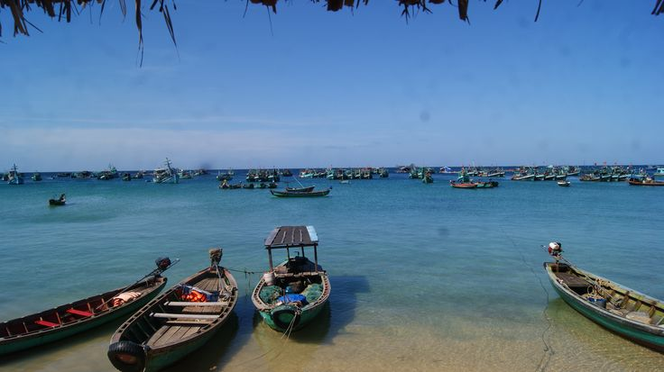 From Nov to Jan, this period time is the best time to go to Phu Quoc. The weather is very beautiful, it is sunny all days and cool at the night. The sea in this period time is also very beautiful.