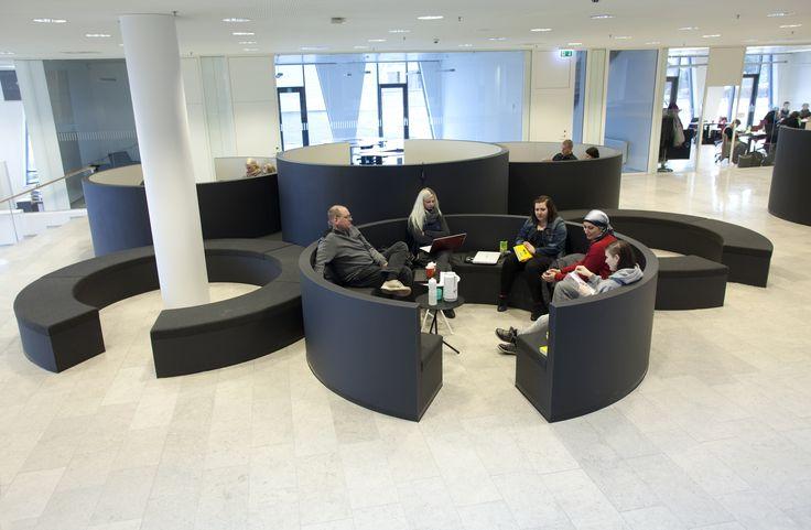 Learning area:- Sosu Herning, Social og Sundhedsskolen i Herning - rotunder - surface - Desktop - charcoal - mushroom - Furniture Linoleum - Forbo - WO Interiør