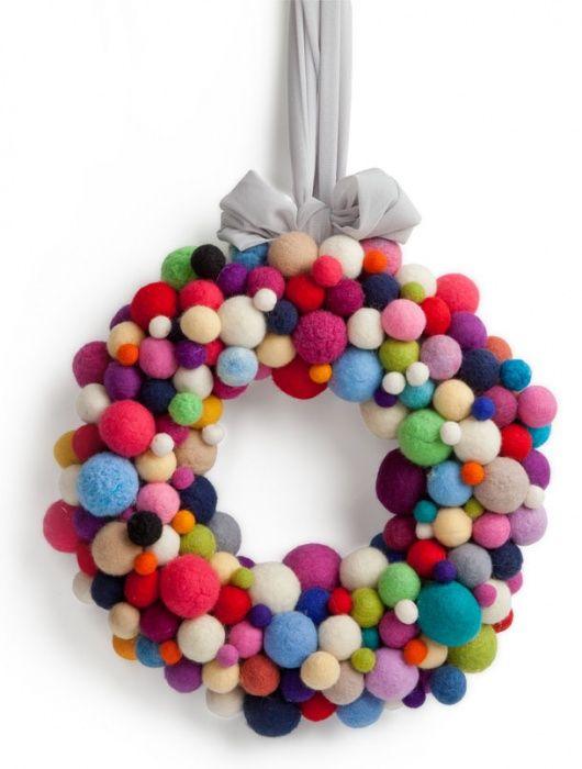 Jolly Bunch 4900 руб  Рождественский венок из войлочных шариков.      Размер: диаметр 32 см