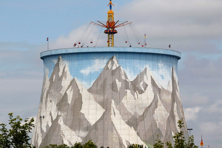 Recyclage. Ici, le nucléaire est en jeu d'enfant. A Kalkar, au Nord-Ouest de l'Allemagne, une centrale qui n'a jamais été mise en service a été reconvertie… en parc d'attractions ! Une initiative qui date de 1995 mais qui illustre bien le virage de ce pays, opéré depuis quelques années, en matière d'énergie nucléaire. Si les membres de la coalition gouvernementale se sont enfin mis d'accord le 30 mai dernier pour sortir du nucléaire d'ici 2022, les Allemands avaient déjà tourné le dos à…