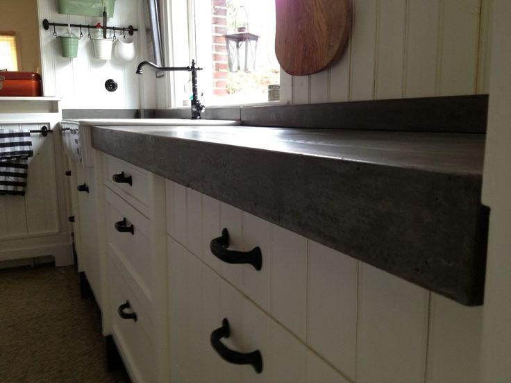 Zelf een betonnen aanrechtblad maken is goed te doen. Een keukenblad is een van de meest belangrijke elementen van je..