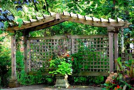 Screen for vege garden eco me gardening environmental for Japanese garden structures