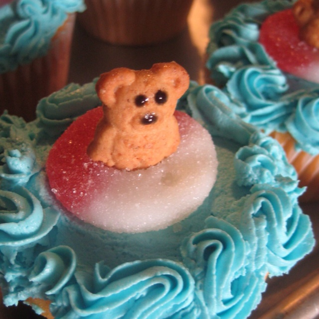Also cute - these swim party cupcakes have a Teddy Graham floating in the life saver!  Like the wave effects!