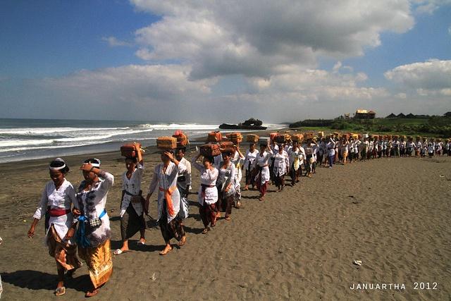 Mepeed Nyenuk at Yeh Gangga beach | Bali, Indonesia