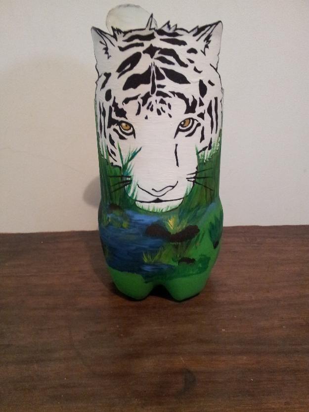 Las 25 mejores ideas sobre botellas plasticas decoradas - Pintar botellas de plastico ...