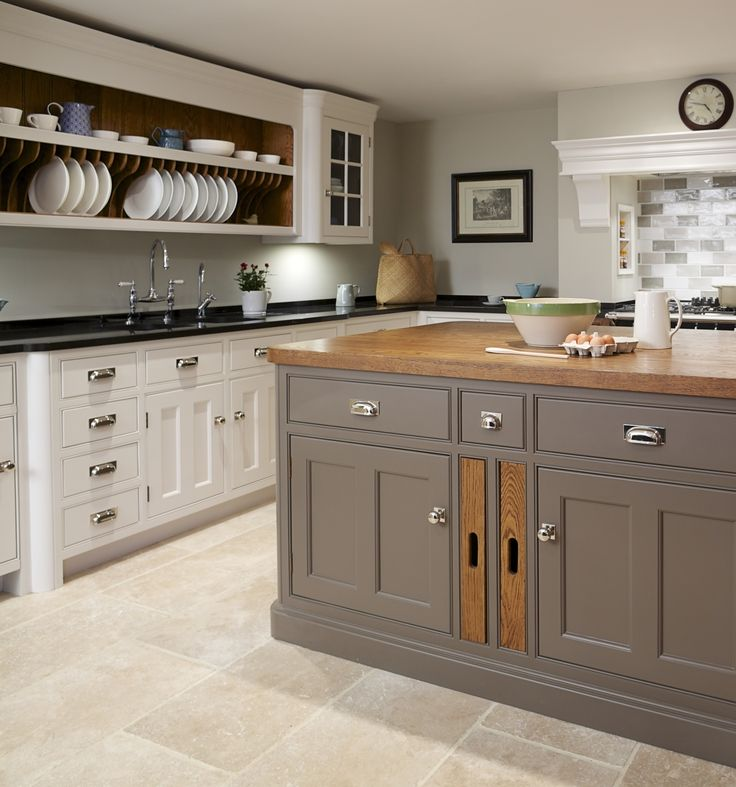 Felsted Showroom | Kitchen Design: Nickleby | The Nickleby design embodies the true spirit of the classic contemporary kitchen. #humphreymunson