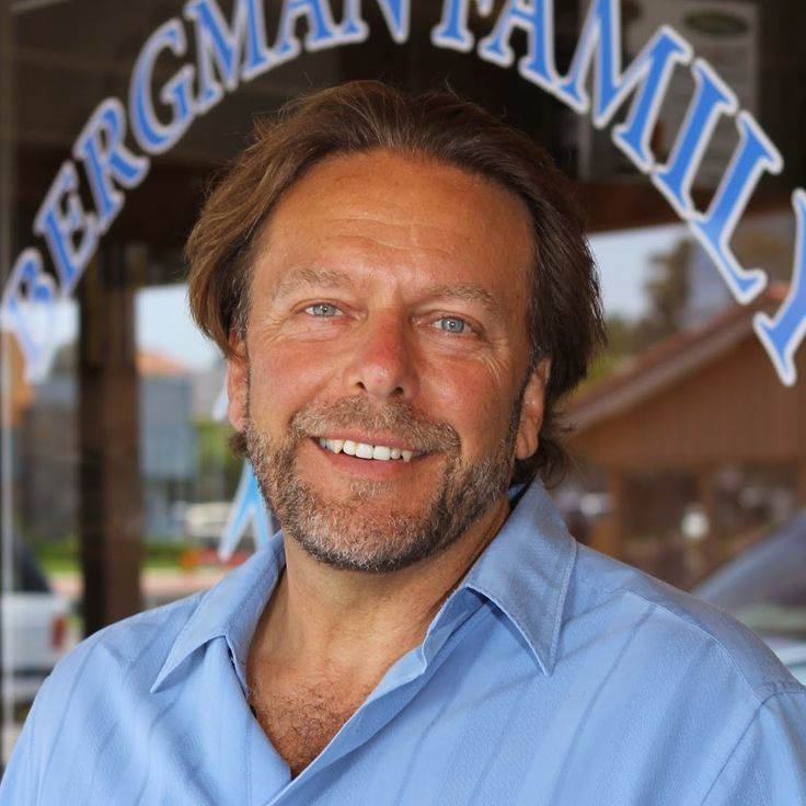 Dr Bergman focuses on NATURAL health alternatives. Chiropraktyk, nastawia kręgi i przywraca ludziom zdrowie.Klinika w Kaliforni