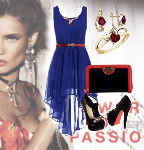 Синее платье из шифона с черными туфлями на платформе и красным тоненьким ремешком